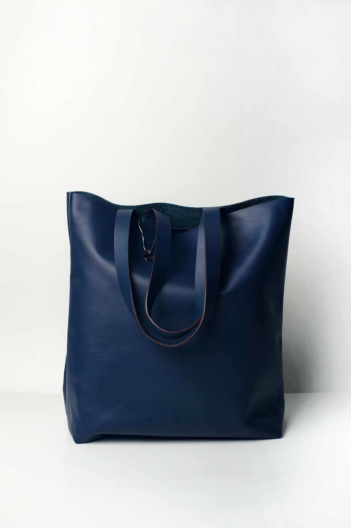 zubi_tote_leather_navy_01
